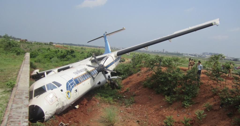 بنگلہ دیش کا مسافر طیارہ نیپال میں گر کر تباہ، 50 افراد جاں بحق