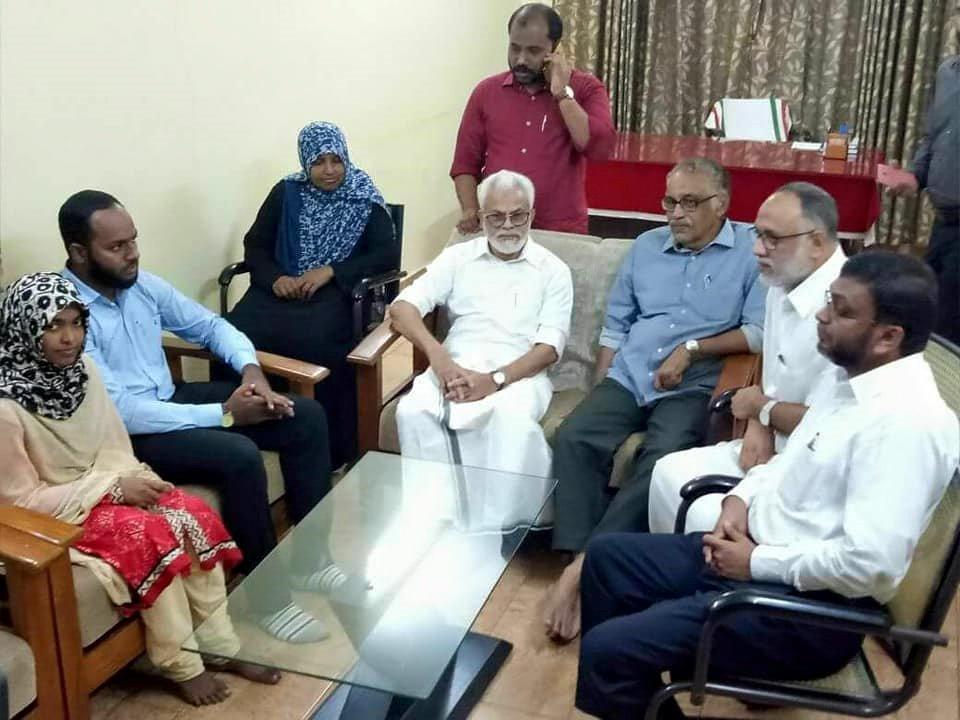 سپریم کورٹ سے انصاف ملنے کے بعد ڈاکٹر ہادیہ اور شفیع جہاں سے پاپولرفرنٹ آف انڈیا کے چیرمین ای ابوبکر ،نیشنل وویمن فرنٹ کی صدر ایس اے زینبا ودیگر شخصیات کی ملاقات