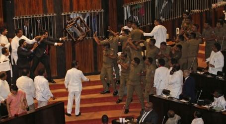 سری لنکامیں تو غضب ہی ہوگیا، پارلیمنٹ میں ہنگامہ،مکے،گھونسے کےساتھ کرسیاں بھی چل گئیں