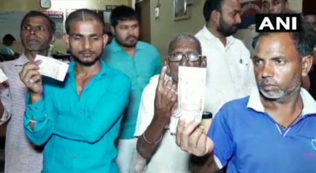 بی جے پی کارکنان نے دلتوں کی انگلی پر لگائی سیاہی۔ 500 روپے دیکر ووٹ نہ دینے پر مجبور کیا