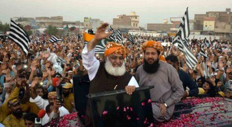 مولانا فضل الرحمن کا آزادی مارچ اپنی آخری منزل کی جانب رواں دواں۔خطرے میں عمران خان کی کرسی