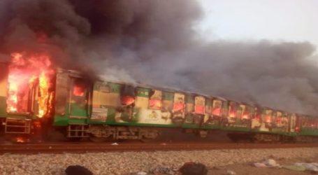 پاکستان میں اندوہناک حادثہ، دھماکہ کے بعد ٹرین میں لگی آگ، 65 افراد جاں بحق