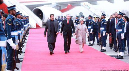 ترک صدر رجب طیب ایردوان پہونچے پاکستان ۔ ریاض کے بجائے اب انقرہ جانب پاکستان کا جھکاﺅ !