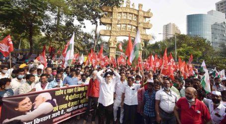 ممبئی میں امبانی اور اڈانی کے دفاتر کے باہر کسانوں کا احتجاج