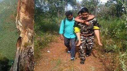 مسلم کانسٹیبل نے بیمار خاتون کو پیٹھ پر بٹھا کر 6 کلو میٹر پیدل چل کر پہنچایا اسپتال!