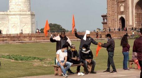 تاج محل احاطہ میں ہندوتوا تنظیم نے لہرایا 'بھگوا پرچم' ، 4 افراد گرفتار