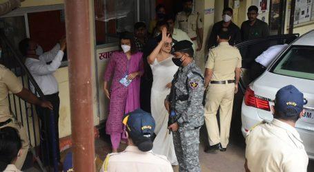ساری کوششیں ہوئیں ناکام، کنگنا اور بہن کو ممبئی پولس اسٹیشن جانا ہی پڑا