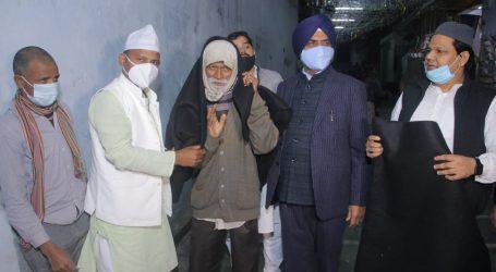 ہر بھجن سنگھ سدھو کے ہاتھوں بھارتیہ نیوز ایجنسی نے ایک ہزار کمبل تقسیم کئے