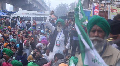 بڑی تعداد میں کسان ٹریکٹر ریلی میں شرکت کے لئے پنجاب سے دہلی کے لئے روانہ