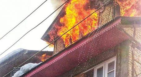 کشمیر: آتشزدگی کی دو الگ الگ وارداتوں میں تین مکان اور نصف درجن دکانیں خاکستر