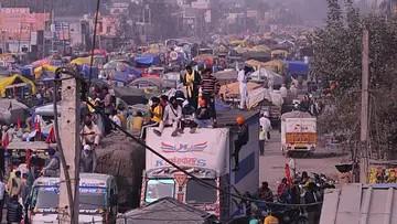 ٹریکٹر پریڈ: دہلی پولس اجازت دے یا نہ دے، بارڈر پر پورے ملک سے پہنچ رہے ہزاروں کسان!