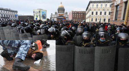 روس: پوتن مخالف مظاہرے میں اب تک ستائیس سو سے زائد افراد گرفتار ، سکیورٹی فورسز کی بھاری نفری تعینات