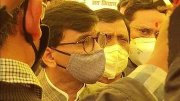 شیو سینا لیڈر سنجے راوت غازی پور بارڈر پہنچے، راکیش ٹکیت تک پہنچایا وزیر اعلیٰ ٹھاکرے کا پیغام