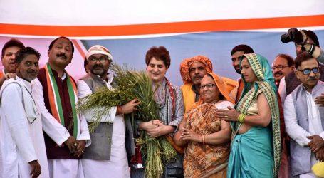 پرینکا گاندھی کی متھرا پہنچ کر 'کسان مہاپنچایت' میں شرکت، مرکزی حکومت پر حملہ بولا