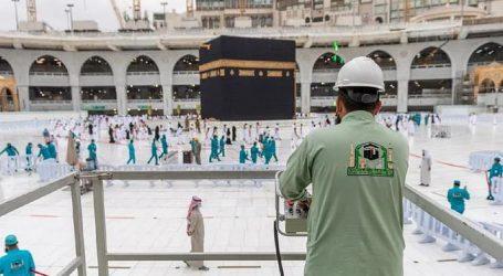 جدید آلات اور تربیت یافتہ کارکنان کے ساتھ بیت اللہ کی چھت صرف 20 منٹوں میں صاف!