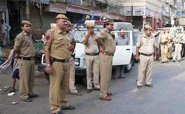 دہلی سے متصل لونی میں عوام اور پولس کے درمیان تصادم، پولس پر آدھی رات میں گھروں میں گھس کر مارنے کا الزام