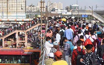 غریبوں، مزدوروں اور ریہڑی والوں کی نقد امداد وقت کا تقاضا: پرینکا گاندھی