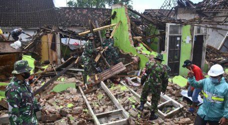 انڈونیشیا میں شدید زلزلہ، آٹھ افراد ہلاک، تیرہ سو سے زائد مکانات تباہ