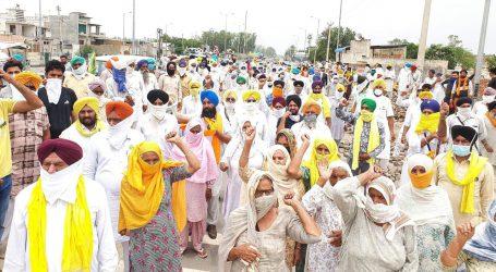 دہلی بارڈر پر 'یوم سیاہ' منانے کے لئے کسان مالوہ سے روانہ