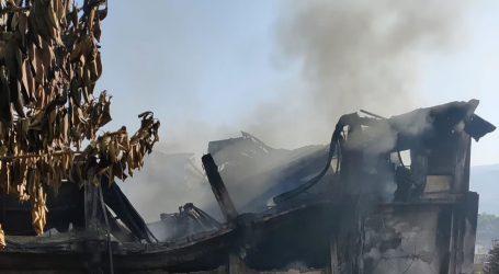 کشمیر میں خوفناک آتشزدگی، 5 دکانیں، 3 گودام، 40 سبزی کے ریڑھے خاکستر