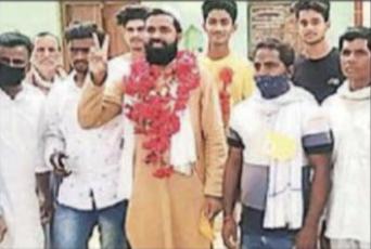 ایودھیا: ہندو اکثریتی گاؤں میں پنچایت الیکشن جیت کر حافظ عظیم الدین نے کیا حیران