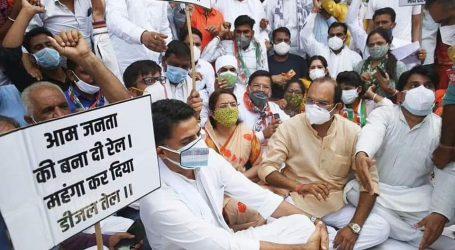 راجستھان: کانگریس کا پٹرول-ڈیزل کی قیمتوں کے خلاف احتجاج، مودی حکومت کے خلاف نعرے بازی