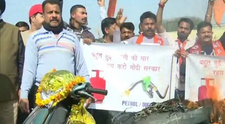شیو سینا کا جموں میں ایندھن اور اشیائے خوردنی کی مہنگائی کے خلاف احتجاج