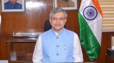 پارلیمنٹ میں ٹی ایم سی رکن پارلیمنٹ نے مرکزی وزیر کے ہاتھوں سے پیپر چھین کر پھاڑ ڈالا